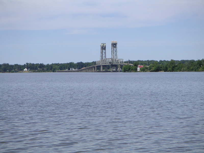 http://faculty.washington.edu/jsachs/lab/www/Research/Chesapeake_Expedition_2006/James_River_Bridge.jpg