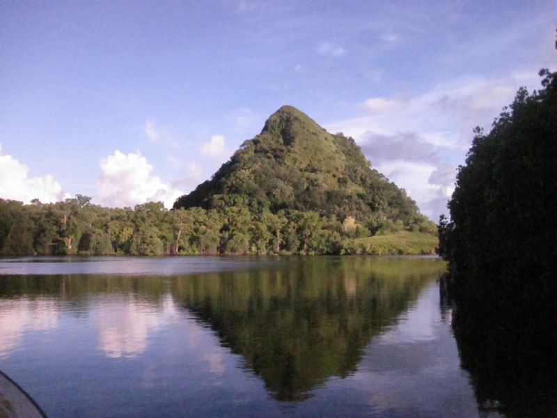 ttp://faculty.washington.edu/jsachs/lab/www/Research/FSM_and_Guam_2012/Pohnpei_Photos_files/Media/IMG_7774/IMG_7774.jpg